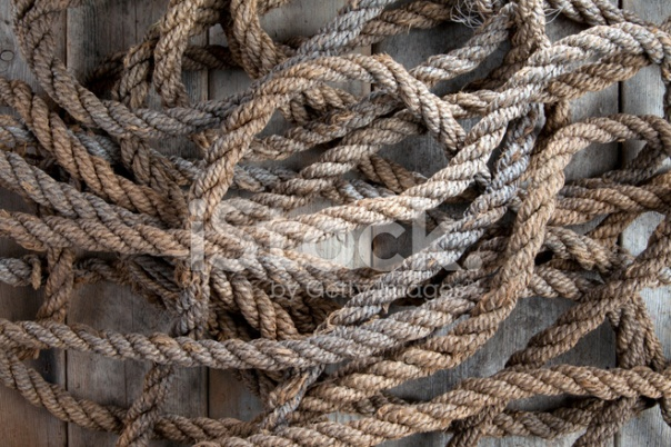 17580873-old-rough-rope