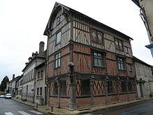 220px-maison_c3a0_pans_de_bois_bar-sur-seine_03