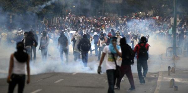 7080533-venezuela-nouvelles-manifestations-d-etudiants-a-caracas
