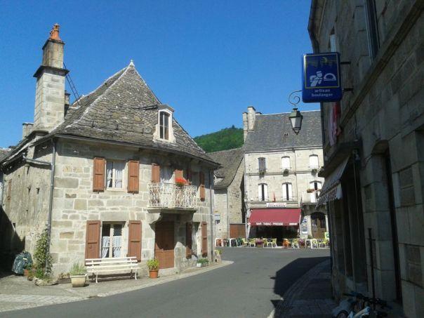 village-typique-auvergne-cantal
