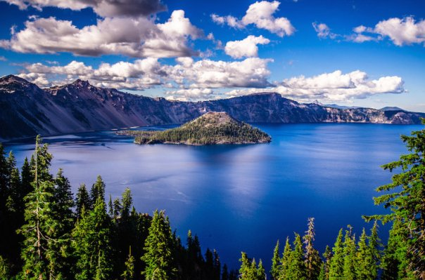 10117260-le-crater-lake-en-oregon-aux-etats-unis
