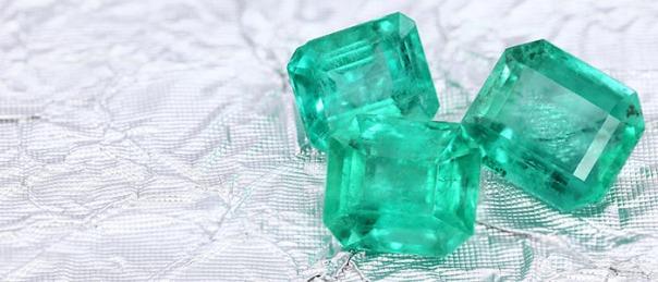 vert-emeraude-couleur-annee-2013