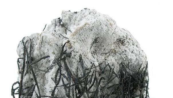 calcite_et_cristaux_dargent_-_mine_de_bacoll_catalogne_-_wikipedia_rob_lavinsky_irocks-com_-_cc-by-sa-3-0_0